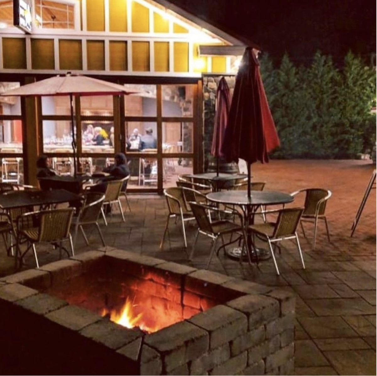 Fire Pit Saturday at Willow Creek Winery