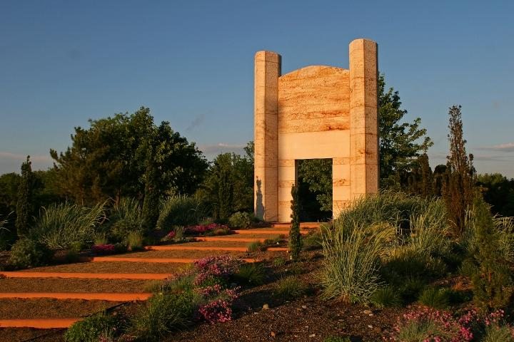Walter Dusenbery, Damascus Gate, 2002, travertine, 240 x 176 x 51 inches, Grounds For Scupture, photo: David W. Steele