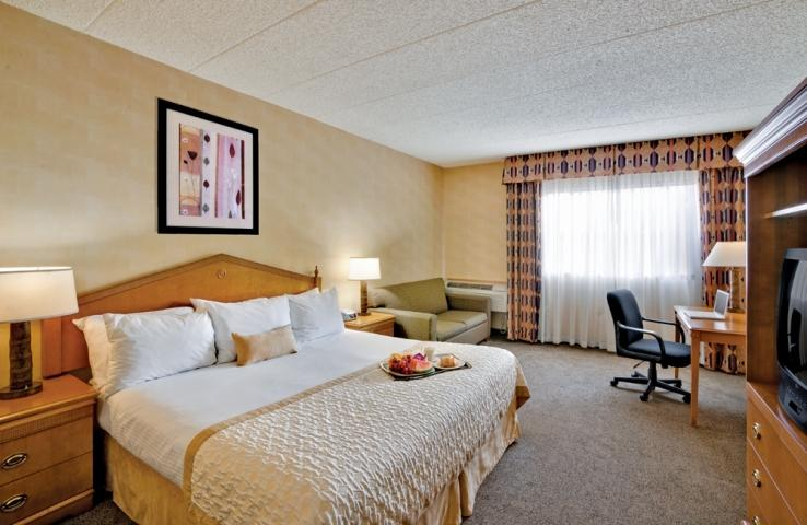 King Guest Room - Ramada Toms River Hotel