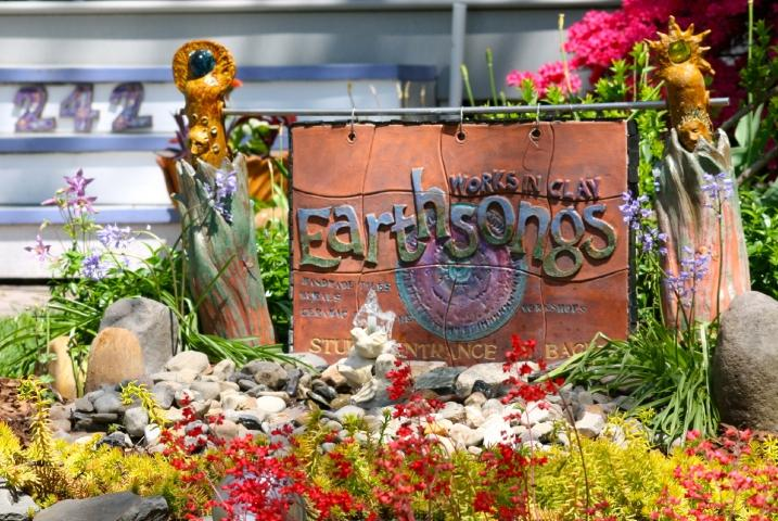 Earthsongs is a working ceramic studio conveniently located on a main street in Metuchen.