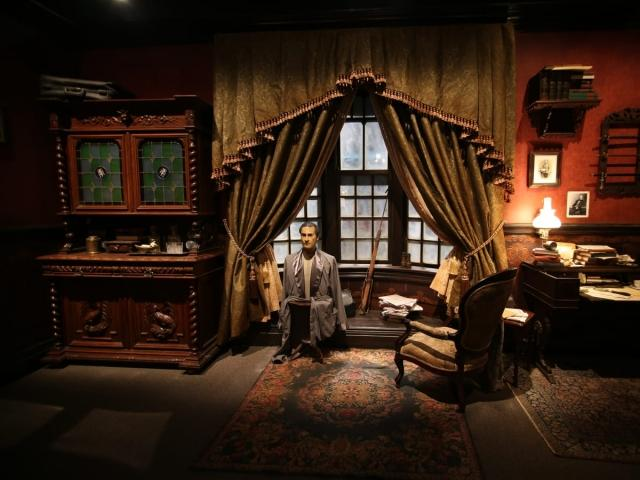 Join Sherlock Holmes and help him solve a perplexing case.