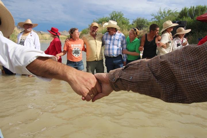 Americans and Mexicans join hands across the Rio Grande, 2014, Lorne Matalon